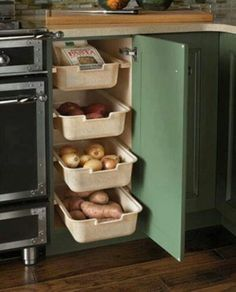 30 Corner Drawers and Storage Solutions for the Modern Kitchen Perfect corner shelf idea for the traditional kitchen [Design: Wood-Mode Fine Custom Cabinetry] Kitchen Corner, Kitchen Pantry, Smart Kitchen, Organized Kitchen, Kitchen Modern, Kitchen Shelves, Kitchen Wood, Awesome Kitchen, Pantry Cupboard