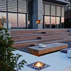 Amfitrappe i azobétræ som robust møbel Outdoor Stairs, Deck Stairs, Outdoor Rooms, Pergola Patio, Backyard Patio, Lake Landscaping, Types Of Stairs, Cabin Decks, Modern Deck
