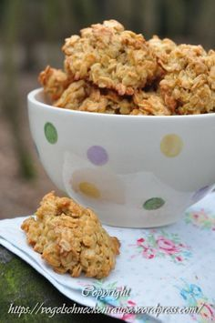 oatmeal biscuits- Haferflockenkekse Oatmeal biscuits Vary with banana, coconut flakes, raisins, cran Easy Smoothie Recipes, Healthy Smoothies, Healthy Snacks, Snack Recipes, Dessert Recipes, Banana Recipes, Eat Healthy, Oatmeal Biscuits, Oatmeal Cookies