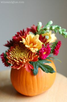 Such a beautiful Fall centerpiece idea! Would make a great Thanksgiving Hostess gift. #thanksgiving