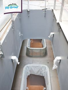 Z ostatniego piętra można zerknąć 2 poziomy niżej. :-)