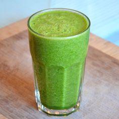 Greenie er en smoothie baseret på grøntsager, jeg tilføjer dog altid et stykke frugt, for at den bliver lidt sødere i smagen. Hvis du er ny i det med greenies, er den her rigtig god, den er ikke så grøn i smagen, men er stadig fyldt med spinat og agurk. Opskrift: (1 person) 2 store …