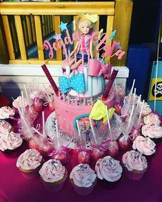 Jojo Siwa birthday party ideas. Jojo Siwa Cake and cupcakes.