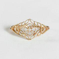 ダイヤモンド K10 イエローゴールド リング アンティーク調の華奢なフラワーレースの透かしの中央にダイヤが輝くレディースリング 繊細なスカシがオシャレでかわいい DIA ピンキーリングにも プレゼント 贈り物に 送料無料 4月の誕生石ダイヤ 10K 10金 gold k10yg【楽天市場】
