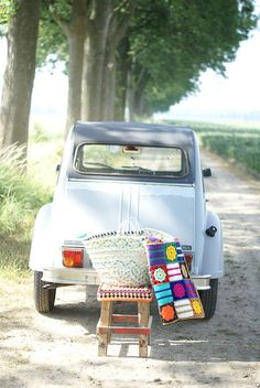 Every time I see photos like that I want our old 2CV back... it's picnic time!