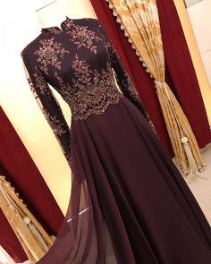 Dress Patterns Indian Kurti Back Hijab Evening Dress, Hijab Dress Party, Evening Dresses, Beautiful Dress Designs, Beautiful Long Dresses, Nice Dresses, Royal Dresses, Ball Gown Dresses, Indian Anarkali Dresses