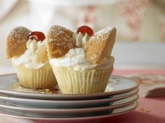 butterfly cupcakes - mum made these a lot - as well as caraway cake . Uk Recipes, Retro Recipes, Vintage Recipes, Vintage High Tea, Vintage Sweets, Vintage Food, Butterfly Cupcakes, Fairy Cakes, English Food