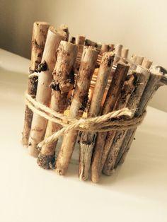Lykta av en glasburk, lim, pinnar och snöre Lim, Cinnamon Sticks