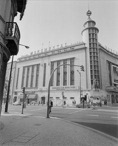 Cine-Teatro Monumental, Lisboa, Portugal Fachada. Arquiteto responsável: Rodrigues Lima. Data da inauguração: 08/11/1951. Fotógrafo: Estúdio Horácio Novais. Data de produção da fotografia original: 1981-1983.