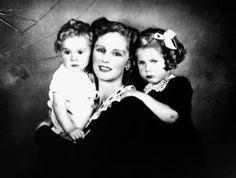 La principessa D'Orleans e figli - anni 40 di Ghitta Carell