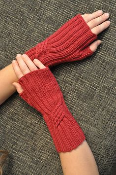 Ravelry: Te Ara Fingerless Mitts pattern by Rachel C Knit Slippers Free Pattern, Knitted Mittens Pattern, Loom Knitting Patterns, Knit Mittens, Hand Knitting, Knitting Tutorials, Hat Patterns, Stitch Patterns, Fingerless Gloves Knitted