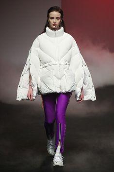 19/20AW Seoul Womenswear Outerwear Puffy Jacket VIBRATE Grey Fashion, Live Fashion, Pop Fashion, Winter Fashion, Milan Fashion, Fashion Outfits, Fashion Design, Cute Girls With Braces, Puffy Jacket