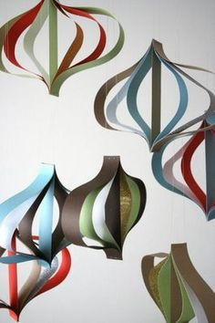 Retro paper ornaments. Maybe the best use of paper to make crazy cheap decorations that I've seen. #christmas #decor
