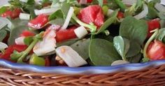 Semizotu salatası tarifi Semizotu salatası nasıl yapılır Sadece taptaze görüntüsü ve renklerinin güzelliği için bile yapmaya de...