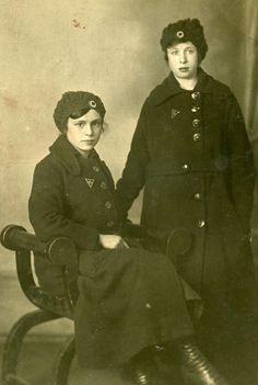 First World War women. East London.
