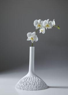 Find out all of the information about the 22 22 EDITION DESIGN product: original design vase / Limoges porcelain HEAVEN & EARTH. Design Vase, Deco Design, Floral Design, Porcelain Vase, Ceramic Vase, Ceramic Pottery, Slab Pottery, Fine Porcelain, Ikebana