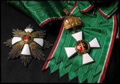 Magyar Érdemrend Szent Koronával ékesített nagykeresztje és nagycsillag. Chivalry, Hungary, Empire, Awards, Hanging Medals, Badges, Necklaces