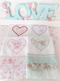 Repasadores Artesanales Shabby Chic Súper Delicados! (35*50) - $ 87,00 en MercadoLibre Dish Towels, Tea Towels, Diy Letters, Shabby Chic Homes, Decoupage, Baby Shower, Crafty, Sewing, Creative