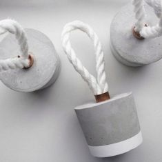 Concrete Door Stopper Round Door Stop Decoration with White Rope Concrete Door Stopper Round Door Stop Decoration with White Rope The post Concrete Door Stopper Round Door Stop Decoration with White Rope appeared first on Beton Diy. Cement Art, Concrete Cement, Concrete Furniture, Concrete Crafts, Concrete Design, Diy Furniture, White Concrete, Concrete Garden, Outdoor Furniture