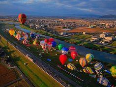 ©Saga International Balloon Festa facebook 秋の澄み切った空に、次々と浮かび上がる色とりどりのバルーン。佐賀市嘉瀬川河川敷で行われる『佐賀インターナショナルバルーンフェスタ』は、 […]