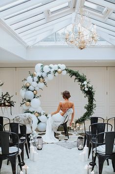 Carefully modern Christmas wedding party inspiration by planner and Stylist THE MARRIAGE Avenue with Thoroughly contemporary Xmas marriage ceremony creativity by planner and Stylist The Wedding Avenue with Olegs Samsonovs. Wedding Balloon Decorations, Wedding Balloons, Wedding Sparklers, Wedding Trends, Diy Wedding, Wedding Bride, Wedding Ideas, Winter Wedding Arch, Wedding Details