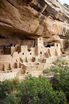 Parque nacional 'Mesa Verde  en Colorado, EEUU.. El lugar estuvo habitado desde el siglo VI por los indios anasazi, que construyeron sus poblados primero en las cimas de las mesetas y más tarde, a partir del siglo XII en cuevas en las paredes de los cañones, hasta que fue abandonado repentinamente hacia 1275 por razones desconocidas.