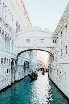 Venise, Italia: Take a gondola through Venice at least once. Places Around The World, Travel Around The World, Around The Worlds, Places To Travel, Places To See, Travel Destinations, Travel Tips, Travel Photos, Winter Destinations