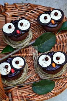 Briose bufnite - CAIETUL CU RETETE Good Food, Yummy Food, Fun Food, Deserts, Projects To Try, Thanksgiving, Cupcakes, Cookies, Christmas Ornaments