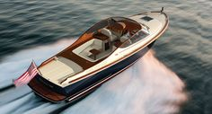 Hinckley a fun boat that also 'makes a great tender for a large yacht. Speed Boats, Power Boats, Whitewater Kayaking, Canoeing, Sailing Gear, Classic Wooden Boats, Boat Stuff, Canoe Trip, Yacht Design