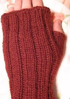 Free Knitting Pattern - Fingerless Gloves & Mitts: Maggie Mitts
