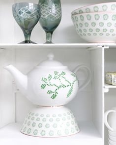 Embroidery on ceramic includes downloadable pattern ... what a great gift idea ... even could be done on bowl and bowl filled with goodies ... or as a bath goodie container .. or on ball jars that are filled with cookie making ...
