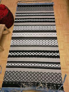 Sannan matto - Elinan Erikoiset - Vuodatus.net Rya Rug, Korn, Dobby, Woven Rug, Scandinavian Style, Animal Print Rug, Pattern Design, Weaving, Textiles