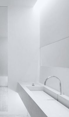Totally white bathroom - John Pawson