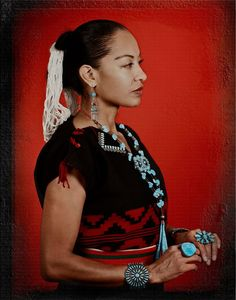 Navajo singer Radmilla Cody Native American Music Award Winner. NPR's 50 Great Voices. INDIE Award Winner. Native American Songs, Native American Wedding, Native American Dress, Native American Beauty, American Indian Art, Native American Jewelry, Native American Indians, Black Indians, Indian People