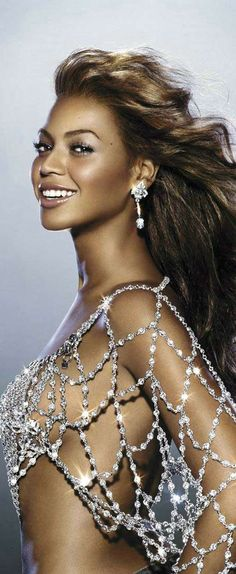 This Beyonce side boob sparkly spider web pic looks like the sexy Mrs. Beyonce Dangerously In Love, Miss Americana, Black Women Celebrities, Divas, Looks Hip Hop, Dangerous Love, Beautiful People, Beautiful Women, Poker Face