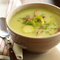 Ware winterkost spruitjes soep. Healthy Soup Recipes, Cooking Recipes, Healthy Food, Belgian Food, Cheesy Potato Soup, Zucchini, Soup Kitchen, Healthy Slow Cooker, Dutch Recipes