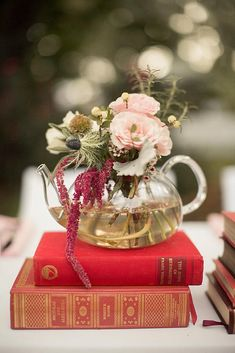 vintage teapot and teacup wedding ideas natural centerpieces autumn flowers pink roses in a transparent teapot on a pile of books mustard seed photography teapotcenterpiece Teapot Centerpiece, Wedding Table Centerpieces, Flower Centerpieces, Wedding Decorations, Centerpiece Ideas, Centrepieces, Vintage Book Centerpiece, Table Arrangements, Flower Arrangements