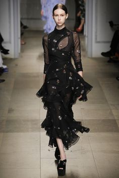 Erdem Fall 2017 Ready-to-Wear Collection Photos - Vogue Fashion 2017, Runway Fashion, High Fashion, Fashion Outfits, Fashion Trends, Vogue Fashion, London Fashion Weeks, Erdem, Fashion Show Collection