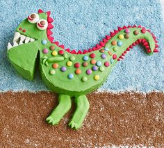 This show-stopping party cake is deceptively easy to make and looks really professional. Ideal for kid's birthdays, try this colourful decorated vanilla sponge with bite Royal Icing Sugar, Pink Icing, White Icing, Dinosaur Cake Easy, Dinosaur Birthday, Dinosaur Party, Cake Recipes Bbc, Bbc Good Food Recipes, Easy Recipes