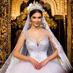 Descrição dos produtos Tipo de Item: Vestido De Noiva silhueta: vestido de Baile decote: Pescoço Barco Projeto Back: Zipper Dress ...