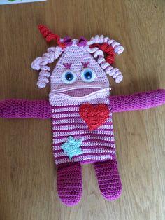zorgenvriendje Crochet Kids Hats, Crochet Bebe, Crochet Purses, Crochet Animals, Diy Crochet, Crochet Dolls, Amigurumi Patterns, Crochet Patterns, Crochet Monsters