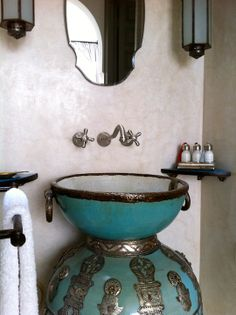 A tadelakt bathroom from Riad with a fabulous Moroccan vase sink Moroccan Design, Moroccan Decor, Moroccan Style, Moroccan Lanterns, Middle Eastern Decor, Moroccan Bathroom, Interior And Exterior, Interior Design, Tadelakt