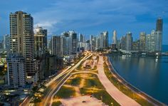 El movimiento comercial en Panamá no duerme. Sin duda es el mejor lugar para hacer grandes negocios.
