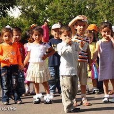 Un segundo grupo de niños armenios de Siria llegó a Armenia el martes pasado, para pasar sus vacaciones en un campamento de verano local como parte de un programa especial iniciado por las autoridades de Ereván.