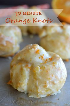 Minute Orange Knots All the yumminess of orange sweet rolls without all the fuss! featured on Ella ClaireAll the yumminess of orange sweet rolls without all the fuss! featured on Ella Claire Brownie Desserts, Orange Sweet Rolls, Orange Cinnamon Rolls, Coconut Dessert, Canned Biscuits, Galletas Cookies, Twix Cookies, Baking Cookies, Breakfast Dishes