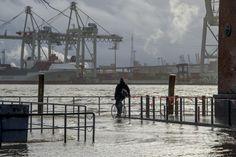 Hamburg, Hafen, Sturmflut, Hochwasser am Hamburger Fischmarkt .