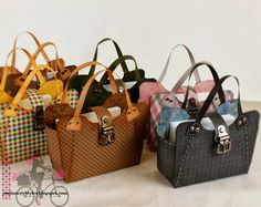 Look At These Tres Chic Handbags!
