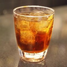 Find out how to make a rye whiskey cocktail. Check out the Ryes Up recipe made with Bulleit Rye Whiskey and find more whiskey recipes. Bulleit Bourbon, Bourbon Cocktails, Whiskey Drinks, Whiskey Lemonade, Whisky Cocktail, Cocktail Drinks, Cocktail Recipes, Drink Recipes, Cocktail Ideas