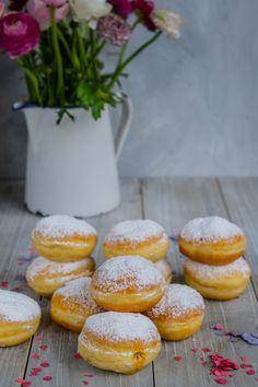 Fluffy donuts according to Austrian recipe Donut Recipes, Sweets Recipes, Baking Recipes, Diy Donuts, Donut Decorations, Austrian Recipes, Comfort Food, Cakes And More, Doughnut
