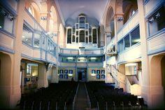 In der #Konzertkirche mit Blick auf den Standort der nicht mehr vorhandenen #Orgel. #Freiberg - Nikolaikirche (Die hinten zu sehende Dame erzählte mir dass bspw. die Orgelpfeifen bei Umwandlung der Kirche verkauft wurden). #sachsen #saxony #thisisfreiberg #kirche #church  Weitere Infos zu der Kirche unter: http://bit.ly/2mWnSci